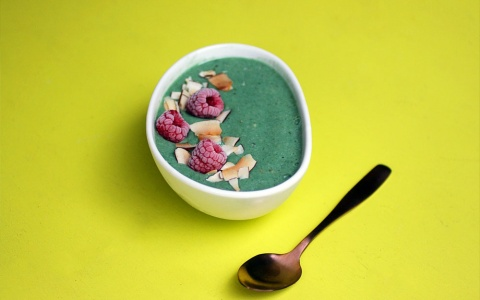 Green Spirulina Smoothie Bowl